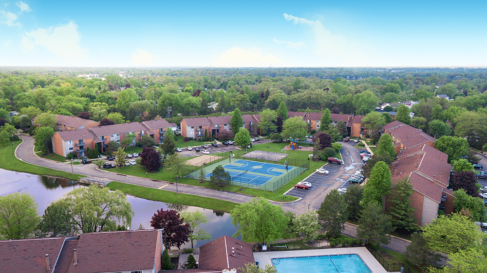 Pet Friendly Apartments & Community Amenities | Grays Pointe Apartments - GraysPointe_TennisCourt_Playground